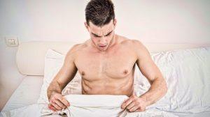 Ako se problem ne javlja prilikom masturbacije, a pri odnosu s partnerom, obično, ima osnova neurotične. U slučaju muškaraca malo iskusniji, ali još do 40stką problem može biti način života, fizički i mentalni umor, fokusirajući se samo na zabavu партнерши. U muškaraca starijih od 50 godina mogu se pojaviti problemi sa zdravljem, koji će utjecati na erektilnu disfunkciju. Pada razina testosterona koji je odgovoran za libido. Gotovo u bilo kojoj dobi, problemi s erekcijom mogu nastati i zbog lošeg općeg fizičkog stanja ili zavisnosti od pornografskih filmova.Erektilna disfunkcija-uzrok problema s erekcijom